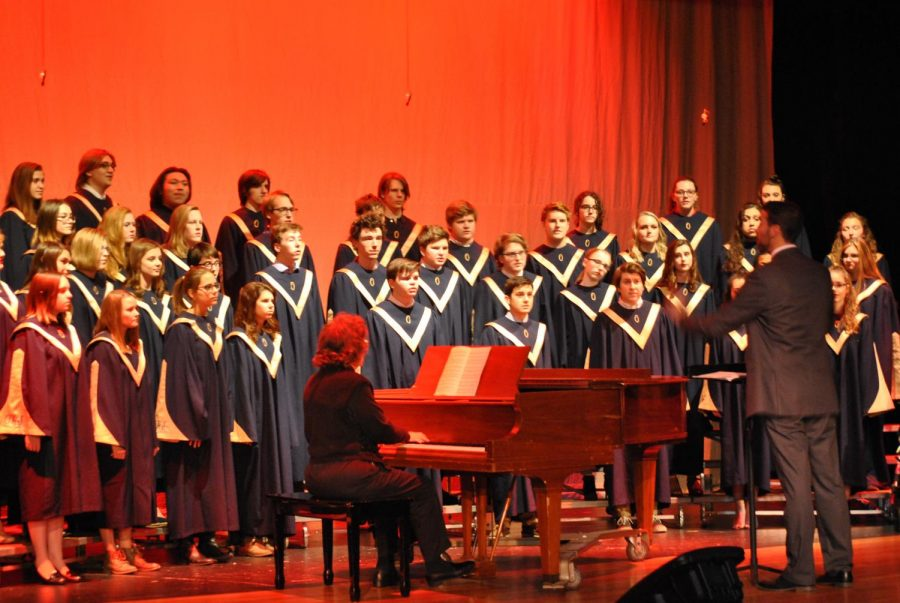 Student singers sparkle in the holiday concert